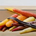 Найкраща з чисток для овочів - Victorinox Universal Peeler 7.6075